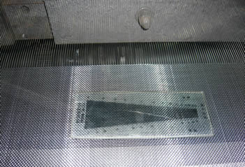 Stainless steel wire mesh machine is working