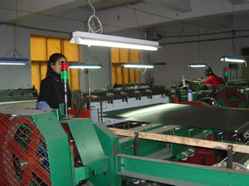 Stainless steel mesh workshop, our workers are working with advantaged mesh woven machines